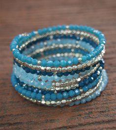 Pulsera de cristal azul memoria alambre Boho Wrap por G2Fdesign