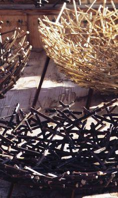 Askartele oksista kulho | Meillä kotona Glue Gun Projects, Diy Wood Projects, Projects To Try, Cat Basket, Paper Bowls, Fabric Yarn, Driftwood Art, Nature Crafts, Land Art