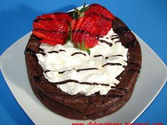 Receta Postre : Volcán de chocolate, nata y fresas por Dulcegimena