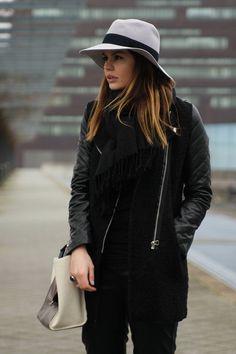 Leatherette ( Leather Shoulder )