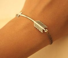 love this arrow bracelet.
