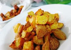 Air-Fried Potato Cubes Lets welcome the new member in the kitchen – Philips Air Fryer! Once was on fresh stuffs and another on frozen convenient food. Both outco… Air Fry Potatoes, Air Fryer Recipes Potatoes, Air Fryer Oven Recipes, Dried Potatoes, Air Fyer Recipes, Power Air Fryer Recipes, Cooking Recipes, Yummy Recipes, Recipes