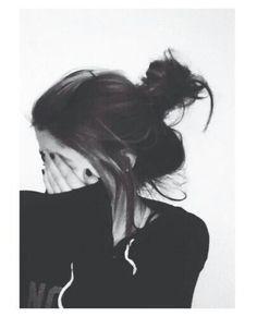 Ideas para poses sin mostrar la cara - fire away paris Portrait Photography Poses, Photography Poses Women, Tumblr Photography, Girl Photography Poses, Profile Pictures Instagram, Instagram Pose, Best Photo Poses, Girl Photo Poses, Girl Poses