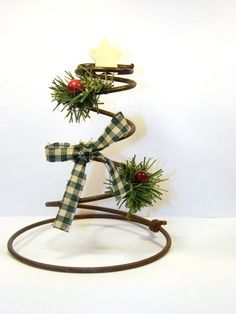 Bed spring Christmas craft - maybe wrap some garland around and strand of mini lights to make a tree :) Country Christmas Trees, Primitive Christmas, Rustic Christmas, Christmas Crafts, Christmas Decorations, Christmas Ornaments, Primitive Decor, Country Primitive, Primitive Stitchery