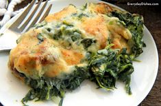 Best Spinach Gratin Recipe Ever You will go nuts for our spinach gratin. It's super easy, packed with spinach and tastes amazing!You will go nuts for our spinach gratin. It's super easy, packed with spinach and tastes amazing! Easy Healthy Recipes, Easy Meals, Healthy Soup, Healthy Eating, Spinach Gratin, Plats Weight Watchers, Easter Side Dishes, Easter Dinner Recipes, Appetizer Recipes