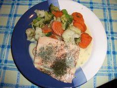 Lachsfilet mit Gemüse und Sauce
