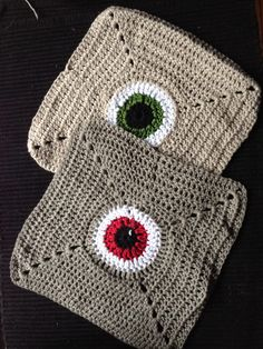 Monster Eye Dishcloth - Everyone needs a monster in the kitchen! Set of 2 Monster Eyes, Shawls And Wraps, Washing Clothes, Crochet Patterns, Crochet Hats, Dishcloth, Crochet Things, Stitch, Knitting