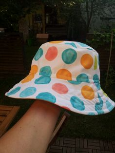 reversible bucket hat, free pattern from… Sewing Projects For Kids, Sewing For Kids, Baby Sewing, Free Sewing, Hat Patterns To Sew, Childrens Sewing Patterns, Sewing Hacks, Sewing Tutorials, Sewing Crafts