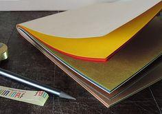 Washi - Shin inbe d'Awagami© en 65g . On adore les couleurs sophistiquées. Une face lisse et l'autre vergé . En format A4 dessin, impression, reliure et origami. pour les-papiers-de-lucas.