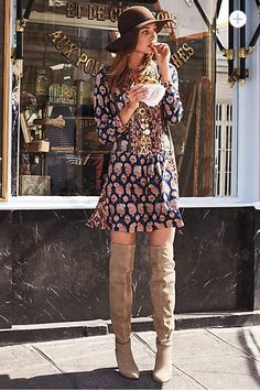 Between paisley and colorful flower prints, flowy kimonos and wide-brimmed hats, the bohemian chic style and 70s' fashion trendare all the rage this Fall. But there is a fine line between subtle boho chic inspiration, and full on hippie Halloween costume...