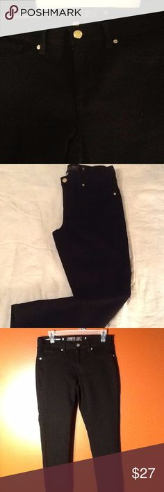 NWOT Jennifer Lopez Cropped Super Skinny Pants Deep black with gold buttons!  Made of 80% cotton, 18% polyester and 2% spandex. So soft and I bet they are comfortable! Jennifer Lopez Pants Skinny