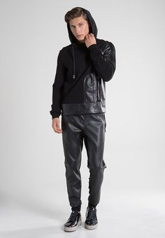 Hot Boys, Leather Pants, Guys, How To Wear, Style, Fashion, Trousers, Leather, Leather Jogger Pants
