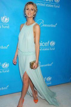 06e4e4cfd0b Brooklyn Decker Blue Dress At Unicef Ball