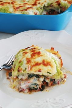 Lasagnes aux feuilles de chou et épinards (sans gluten) Delicious lasagna with cabbage leaves, spinach and minced meat. It's a simple recipe for revisited gluten-free lasagna: traditional lasagn Gluten Free Cereal, Gluten Free Menu, Gluten Free Chicken, Gluten Free Recipes, Lasagne Sans Gluten, Gluten Free Lasagna, Best Soup Recipes, Healthy Soup Recipes, Diet Recipes