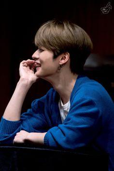 Jisung: Gay Skz except minho: *sudden movements* Minho: *giggles on how cute Jisung said Gay* Stray Kids Minho, Lee Know Stray Kids, Baby Squirrel, Kids Around The World, My Little Baby, Light Of My Life, Lee Min Ho, Mixtape, Baby Photos