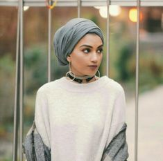 I love this style turban. - I love this style turban. Turban Hijab, Mode Turban, Hijab Turban Style, Hijab Outfit, Turban Outfit, Muslim Fashion, Hijab Fashion, Turban Fashion, Fashion Outfits