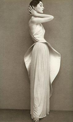 "Avedon ""Dovima"" (Dress by Gres, Paris studio, August 1950)"