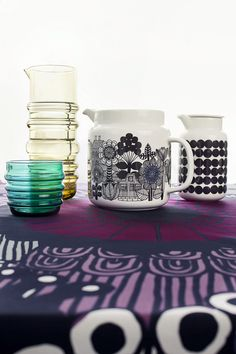 Marimekko, socks rolled down glassware, so cool and wonderfully illustrated jugs to add some fun to your meal times. Marimekko Fabric, Scandinavia Design, Toy Kitchen, Pottery Painting, Porcelain Ceramics, Beautiful Interiors, Home Collections, Home Decor Items, Decoration