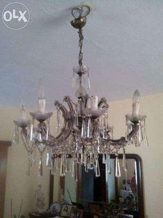 100 €: Grande lustre em Cristal, composto por oito lâmpadas.