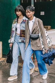 Spring Summer 2019 Street Style from New York Fashion Week by Collage Vintage Mode Outfits, Fashion Outfits, Womens Fashion, Fashion Tips, Fashion Trends, Cheap Fashion, Fasion, Fashion Styles, New York Street Style