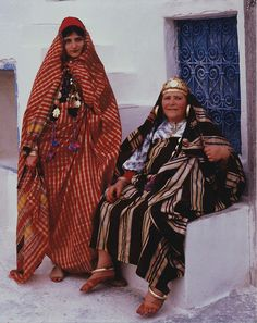 "Africa | Jews of Djerba.  Tunisia, 1980 | © Keren T. Friedman יהודיות מג""רבה טוניס"