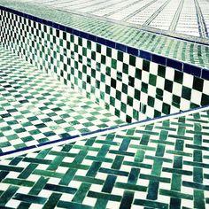 Textures Tiles ❘Cannage et carrelage ❘SS 15 Trends Swimming Pool Tiles, Damier, Color Tile, Colour, Tile Design, Design Bathroom, Bathroom Interior, Modern Bathroom, Pool Designs