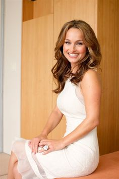 Saving 4 A Sunny Day: Free Subscription To Town & Country Magazine Beautiful Celebrities, Beautiful People, Giada De Laurentiis, Female Actresses, Hot Brunette, Famous Women, Pretty Woman, Celebrity Style, Celebrity Chef