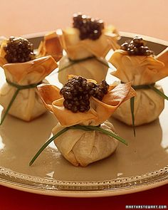 Caviar Phyllo Purses, Frozen phyllo dough is available in most supermarkets. Caviar Recipes, Mini Foods, Appetisers, Food Presentation, Appetizer Recipes, Good Food, Food And Drink, Cooking Recipes, Favorite Recipes