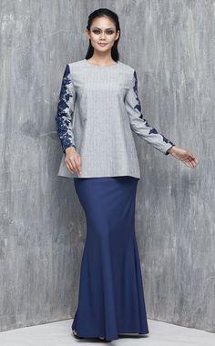 EMEL X DAPHNE IKING - LONGHORN - Modern A-line Baju Kurung with Lace (Blue) This… Modesty Fashion, Muslim Fashion, Hijab Fashion, Fashion Dresses, African Wear, African Dress, Modest Dresses, Modest Outfits, Blouse Dress