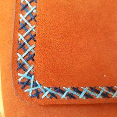 Mini leather purse / Hand embroidered leather purse Leather Craft, Leather Purses, Friendship Bracelets, Mini, Crafts, Jewelry, Leather Crafts, Manualidades, Jewlery