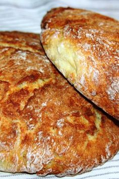 Paine de casa cu cartofi – reteta nemţească by Malina – Halle Bread Recipes, Cake Recipes, Dessert Recipes, Cooking Recipes, Romanian Desserts, Cooking Bread, Cooking Ham, Cooking Chicken Wings, Good Food