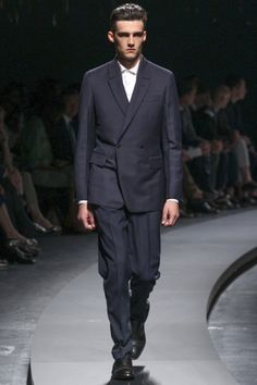 515 mejores imágenes de Milano Moda Uomo. Spring Summer 2014. Day 1 ... 9735ef8e9bbe