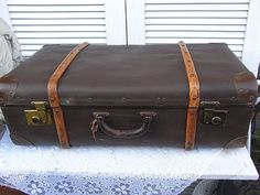 Vintage Überseekoffer - alter Koffer Reisekoffer XL Gepäck shabby chic - ein Designerstück von artdecoundso bei DaWanda