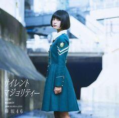 デビューシングルのジャケット写真。センターの平手友梨奈