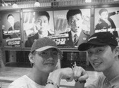 seo joon and taehyung 😍😍😍 Park Hyung Sik, Namjoon, V Taehyung, Seoul Music Awards, Foto Bts, Taekook, Park Seo Joon Instagram, K Pop, Bts Memes