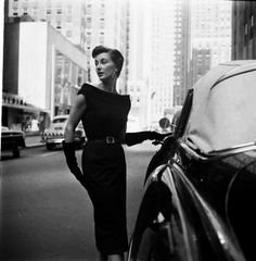 Photograph by Gordon Parks. New York City, October Timeless Fashion, Love Fashion, Gordon Parks, Vintage Fashion Photography, My Black, New York Fashion, Black And White Photography, Style Icons, New York City