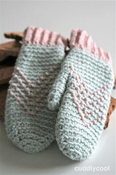 Bij de shawl die ik vorige week plaatste ( ziehier) horen natuurlijk ook een paar lekkere warme wanten. Ik heb altijd snel koude handen en vind wanten ideaal… Je vingers blijven toch warmer …