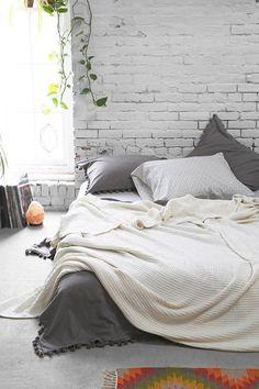 Ideias de Decor: Colchão no Chão Ideias simples de como transformar o seu quarto colocando o colchão no chão! Ambiente aconchegante e fofo!