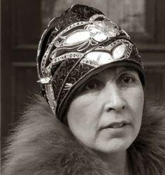 1920 evening wear cloche hat