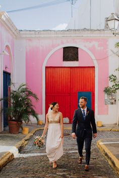 This couple explored San Juan hours before their wedding and we are so jealous | Image by Eager Hearts Photography