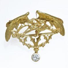 """Broche Chimere 1900 Broche """"Chimère"""" or jaune et un diamant taille ancienne en pendant. Circa 1900"""