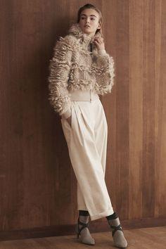 Brunello Cucinelli Fall 2019 Ready-to-Wear Fashion Show Brunello Cucinelli Fall 2019 Ready-to-Wear Collection – Vogue Fashion 2018, Fashion Week, Runway Fashion, Fashion Outfits, Fashion Shirts, Fashion Trends, Mode Chic, Brunello Cucinelli, Fashion Show Collection