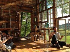 La casa di vetro nel bosco di Nick Olson e Lilah Horwitz