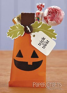 Pumpkin Treat Bag by Katie Gehring - Paper Crafts September/October Halloween Halloween Paper Crafts, Cute Halloween, Halloween Cards, Halloween Treats, Paper Crafts Magazine, Creating Keepsakes, Holiday Fun, Holiday Ideas, Craft Show Ideas