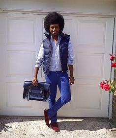 Prince of http://www.princecassius.com/2011/08/zatchels-bags.html blog with his new Metallic Navy Satchel
