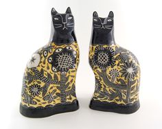 Vicky Lindo, yellow cats featured in at Devon Guild of Craftsmen until Jan 3 2016 Ceramic Clay, Ceramic Painting, Diy Painting, Ceramic Pottery, Pottery Art, Ceramic Animals, Clay Animals, Staffordshire Dog, Cat Statue