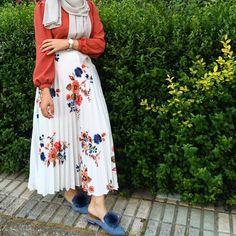 Hijab Fashion and Chic Style Hijab Fashion Summer, Stylish Summer Outfits, Modern Hijab Fashion, Summer Outfit For Teen Girls, Hijab Fashion Inspiration, Summer Outfits Women, Muslim Fashion, Modest Fashion, Fashion Outfits