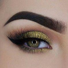 Gold Glitter Smokey Eye Makeup Look