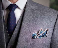 While nearly every man loves himself a good cocktail party, not all demonstrate a firm grip over quality men's cocktail attire. Pocket Square Folds, Men's Pocket Squares, Dress Code Guide, Dress Codes, Smart Casual Men, Cocktail Attire, Dapper Gentleman, Fashion Advice, Fashion Quotes