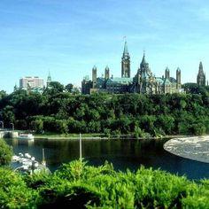 Otava je prepoznatljiva po zgradi Parlamenta, izgradjenoj u neogotskom stilu, a u prestonici Kanade značajno mesto zauzimaju kulturne institucije – Nacionalni muzej, Nacionalna galerija Kanade, kao i Nacionalni centar. Ukoliko je jš niste posetili, mi smo tu za Vas! http://travelboutique.rs/destinacije/ #putovanje #odmor #canada